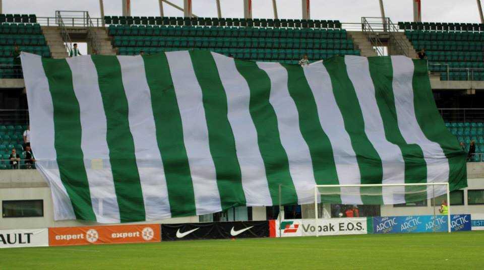 FC Flora fännide suur lipp Levadia mängul